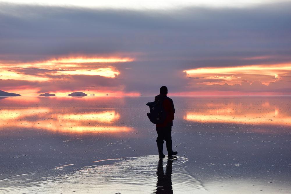 走在鹽湖之上,把身子放輕一點,水花會較少,拍出來會較好看。上圖是錯誤示範,哈哈